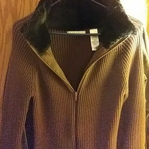 Liz Clairbourne awesome euc sweater with faux fur